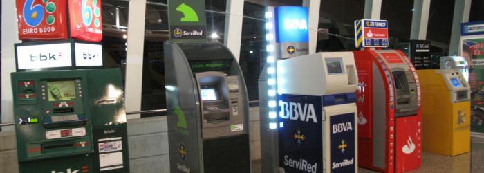 Jam s confi is en los cajeros autom ticos de zonas de tr nsito for Cajeros automaticos banco santander